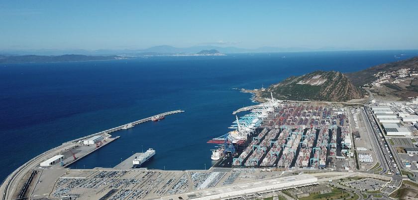 Vista aerea de Tánger Med puerto comercial al norte de Marruecos en el Estrecho de Gibraltar.