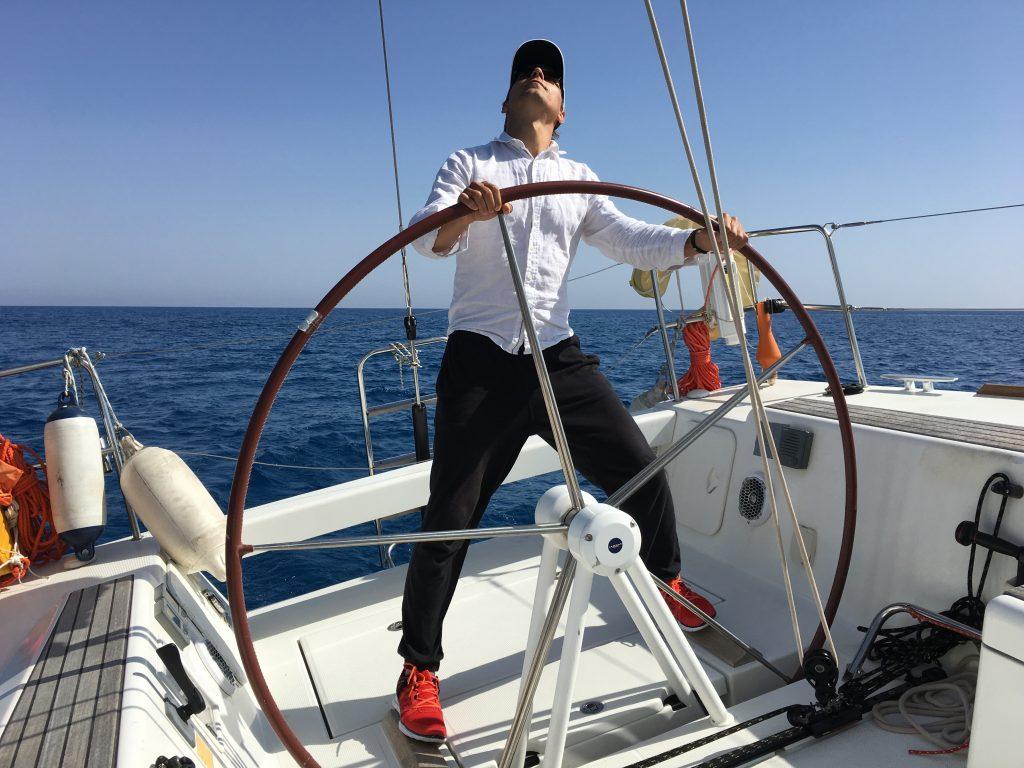 Navegando en solitario en un velero